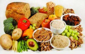 Υγιεινή διατροφή πλούσια σε πρωτεΐνες σίδηρο και βιταμίνες. 1