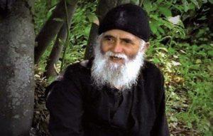 Η «νοερά αδιάλειπτη προσευχή» τρέφει τον άνθρωπο και τον αφθαρτοποιεί, είναι πρωταρχική ανάγκη κάθε ψυχής, δένδρο ζωής. 3