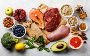 Υγιεινή διατροφή πλούσια σε πρωτεΐνες σίδηρο και βιταμίνες. 8