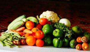 Υγιεινή διατροφή πλούσια σε πρωτεΐνες σίδηρο και βιταμίνες. 9